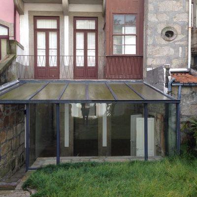 Antes da remodelação da fachada e jardim