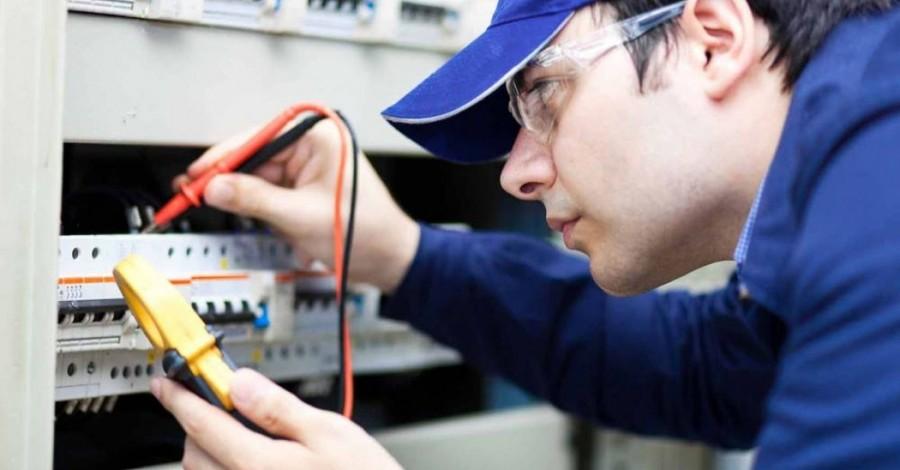 Eletricista de manutenção