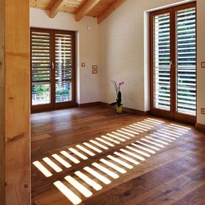 Instalar persianas de madeira
