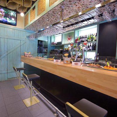 Balcão de madeira para bares