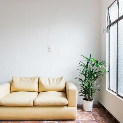 Antes da renovação de uma sala pequena