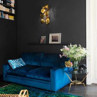 O conforto da pintura em preto no apartamento