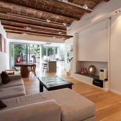 Casa com acabamentos de madeira