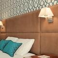 Cabeceira de cama com iluminação integrada