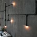 Instalação com canos iluminados para empresa criativa