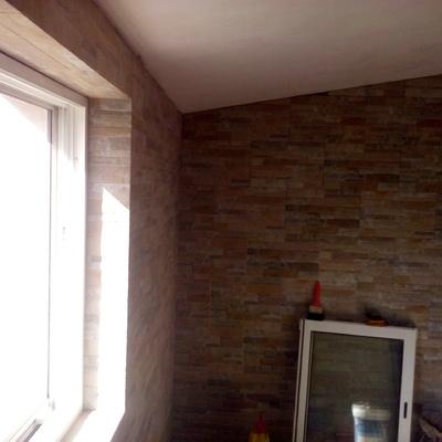 colocação de azulejo com relevo de pedra