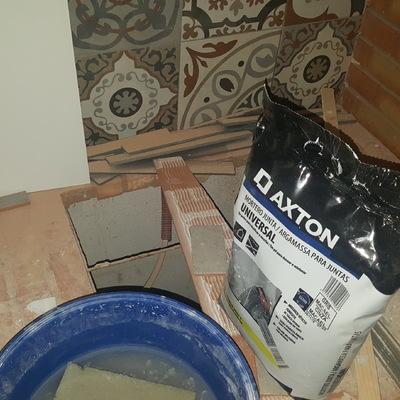 Abertura para placa em bancada de tijolo maciço