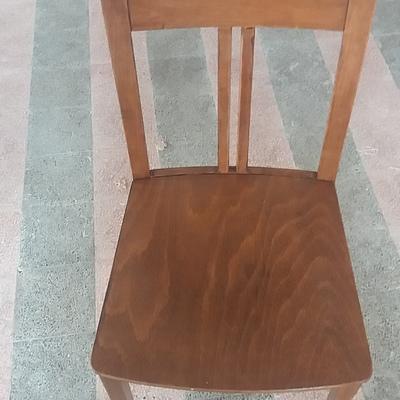 Concerto e colagem de cadeiras e móveis  Geral
