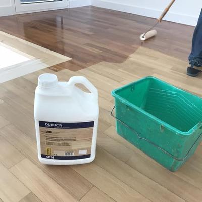 Acabamento piso taco madeira