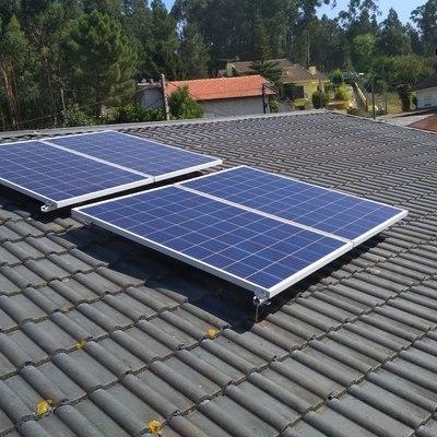 Instalação de 4 painéis em telhado