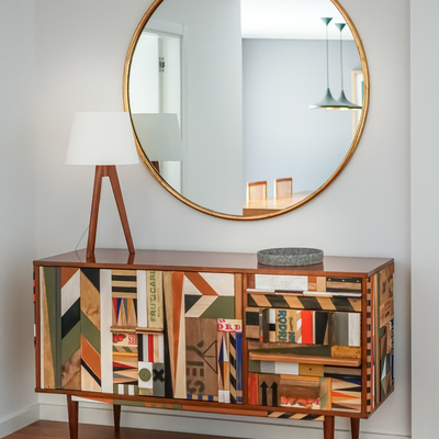Entrada com mobiliário feito por artista
