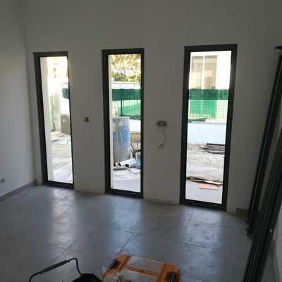 Montagem de portas de alumínios
