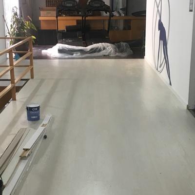 Aplicação de piso flutuante em Ginásio