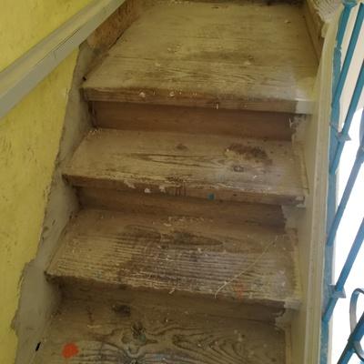 Escadas interior em madeira