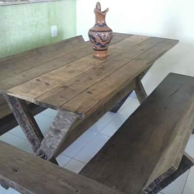 Mesa e bancos