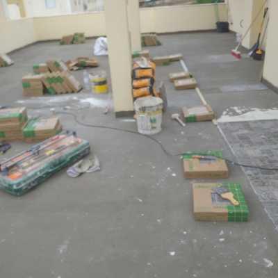 Início de colocação de pavimento novo.
