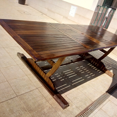 mesa envernizada