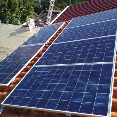 Instalação de 6 painéis em telhado