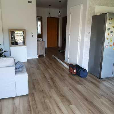 Retirada de paredes e colocação de pavimento flutuante