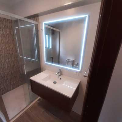 Instalação de armário e espelho com led