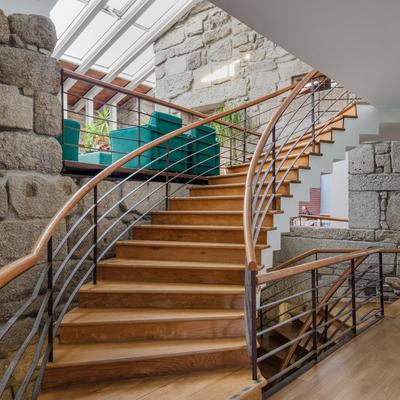 Hotel Santos, Guarda - escadaria e lounge