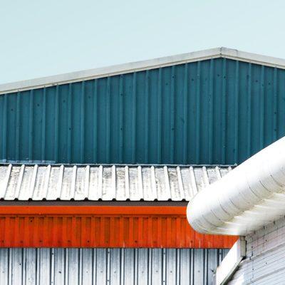 Revestimento e Cobertura Metálica e Sandwich exterior de Armazém Industrial .