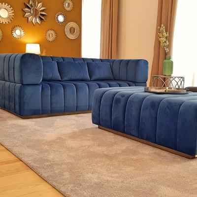 Sofa desenhado e tapetes à medida