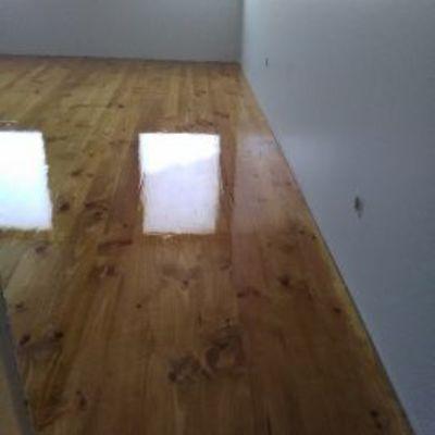 Polimento de chão em madeira