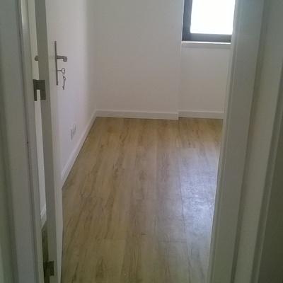 pavimentos interiores modernos e rodapé