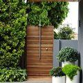 chuveiro exterior com base de madeira