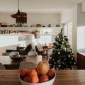 Vista da Sala de Jantar + Sala de Estar a partir da Cozinha