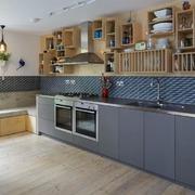 1. Qual é a forma da cozinha e como influi a sua distribuição?