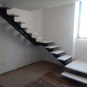 Escadas em madeira - Edifício residencial em Leiria