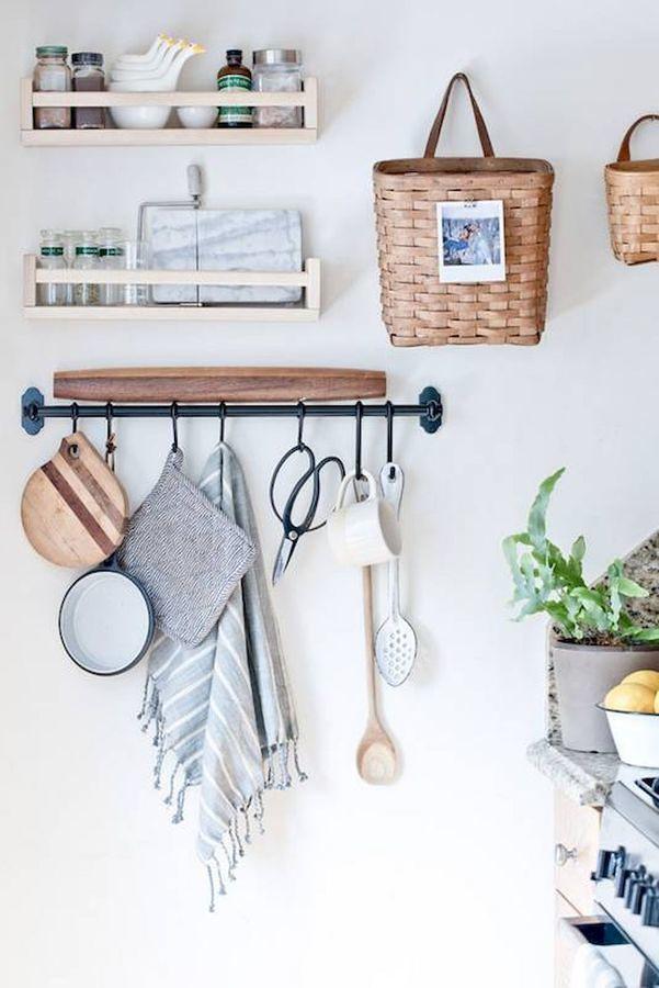 5. Pendurar alguns utensílios na parede