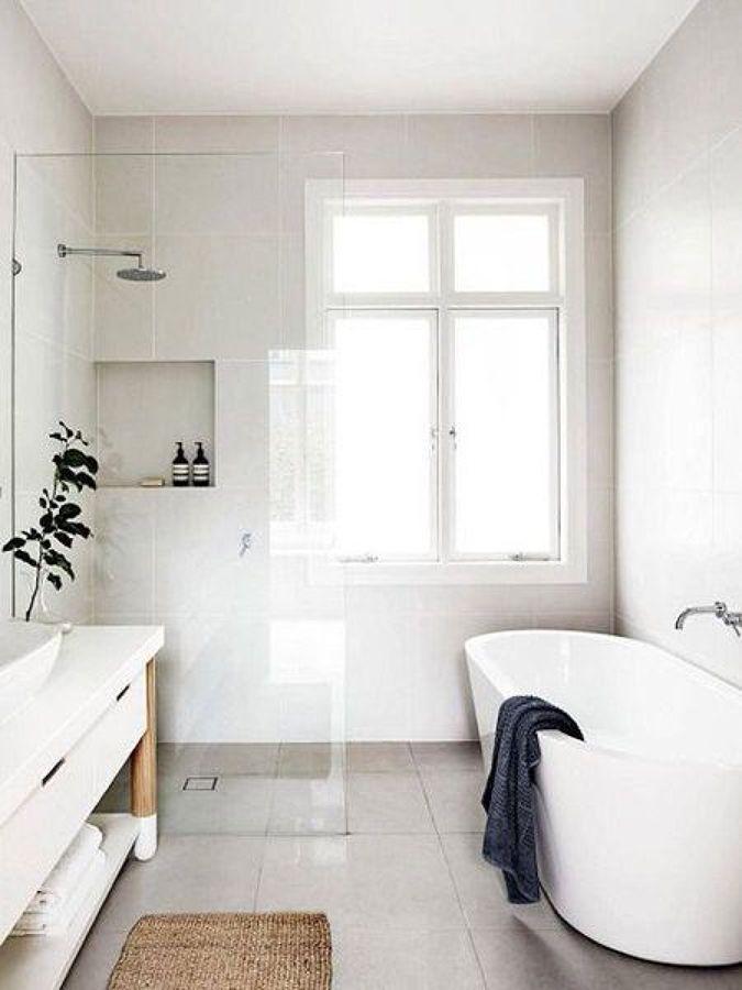 Casa de banho iluminada com luz natural