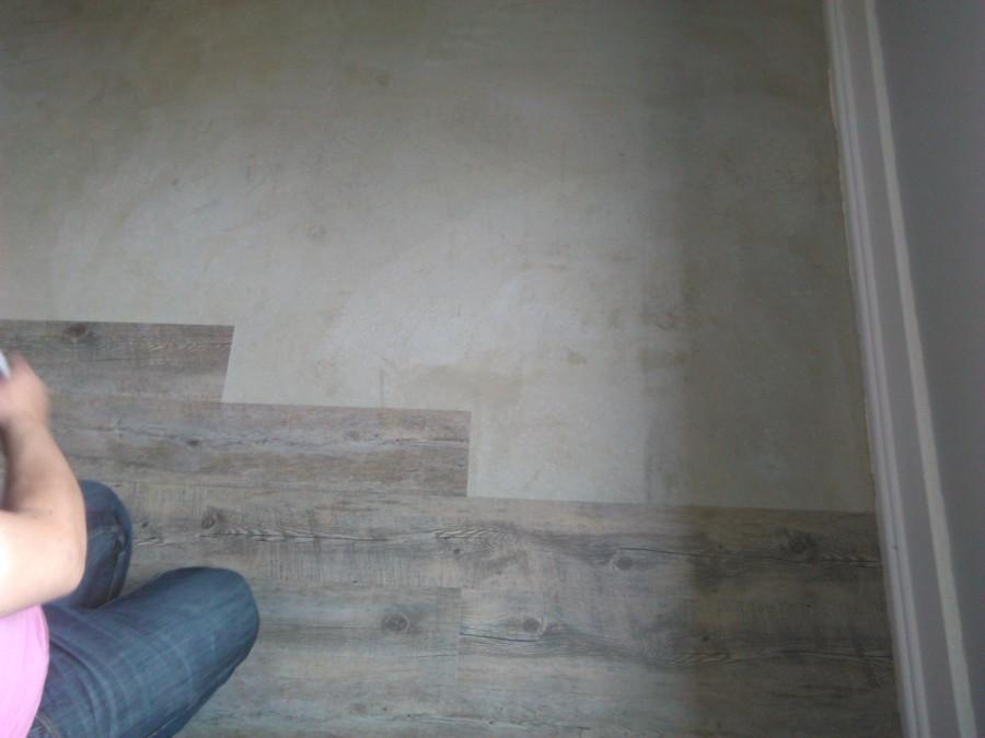 aplicação de pavimento em régua vinifica tipo wood LVT