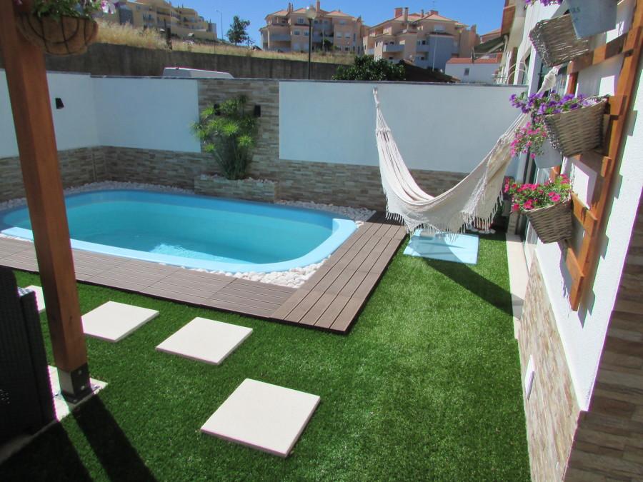 Aqui podemos ver uma cama de rede que convida ao relaxamento.