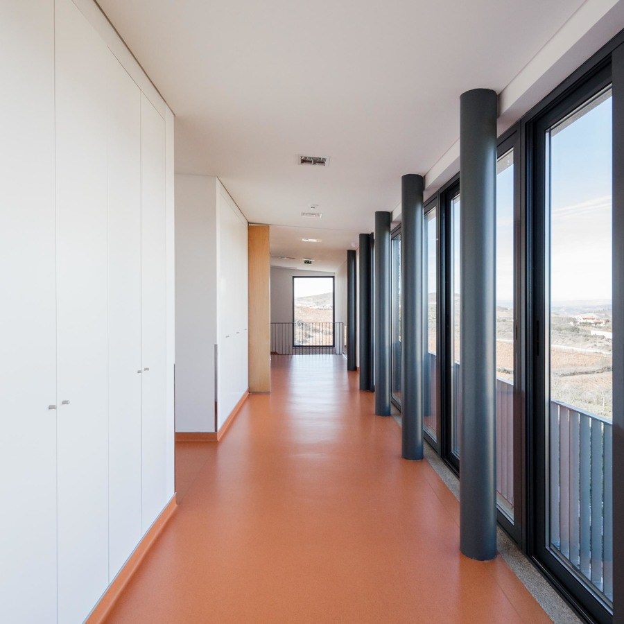 CAO - corredor com varanda panorâmica.