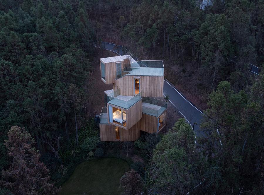 Casa da árvore na montanha de Qiyun