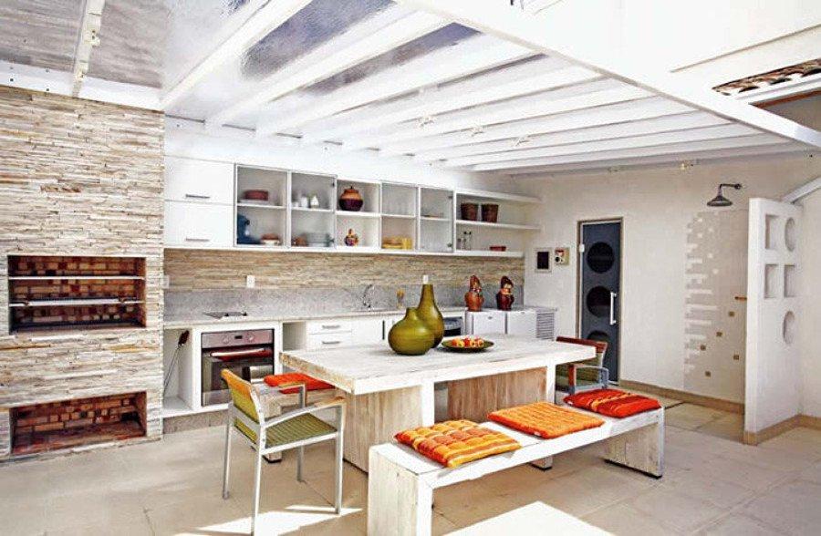 Cozinha com teto transparente policarbonato