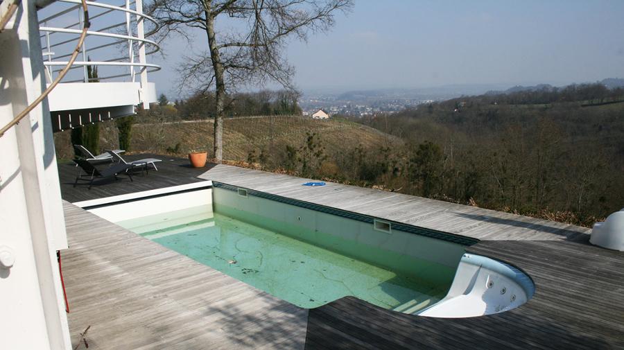 Da piscina clássica à piscina de beiral infinito