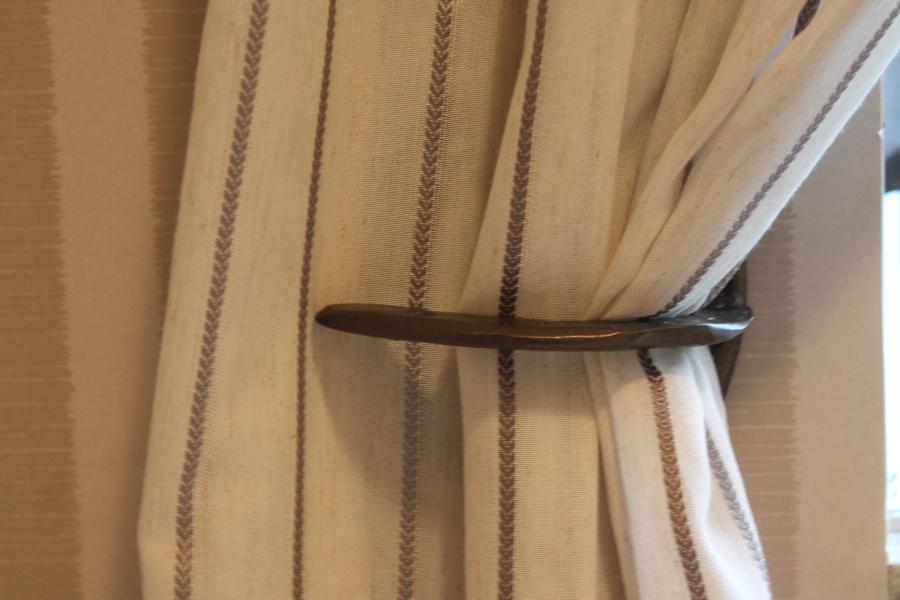 Detalhe da cortina com ferradura