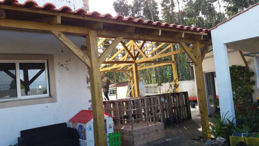 Frontal pronto e adição de telhas na parte da garagem