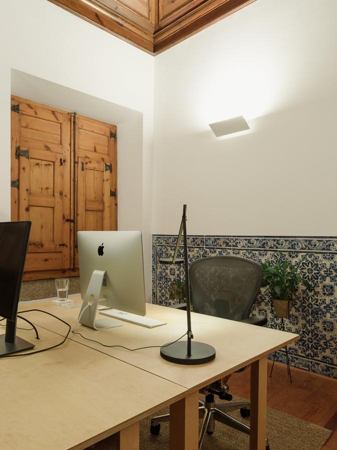 Iluminação minimalista e adequada ao interior