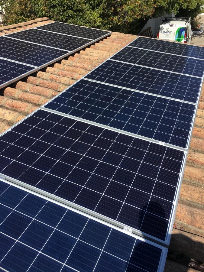 Instalação de painéis para produção de energia elétrica