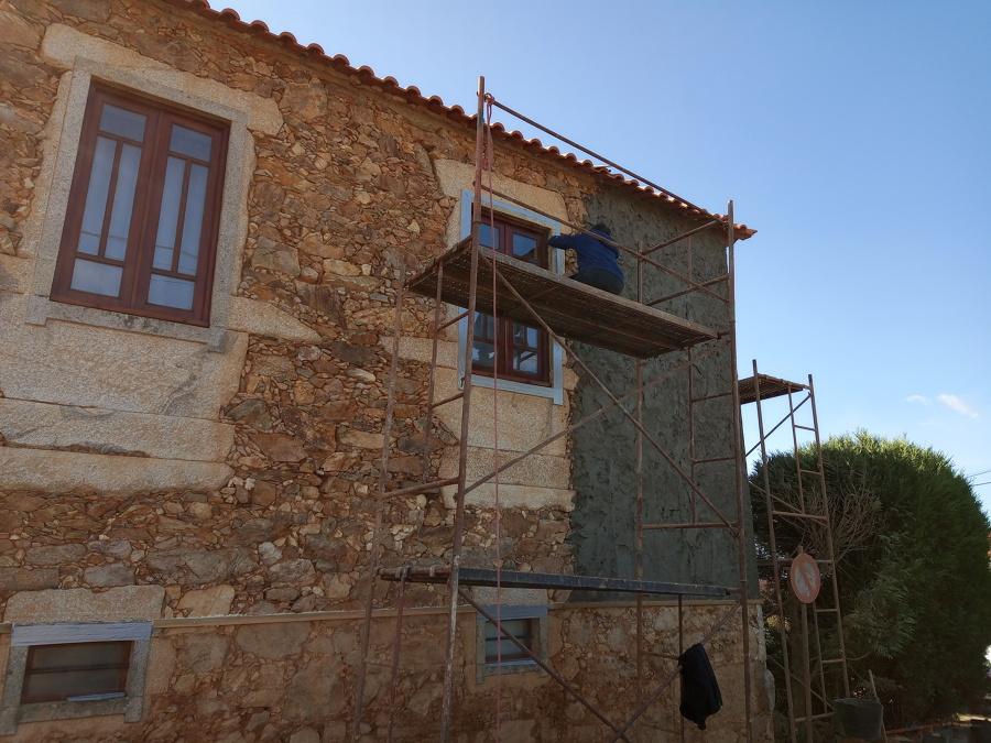 Isolamento da pedra á volta das janelas