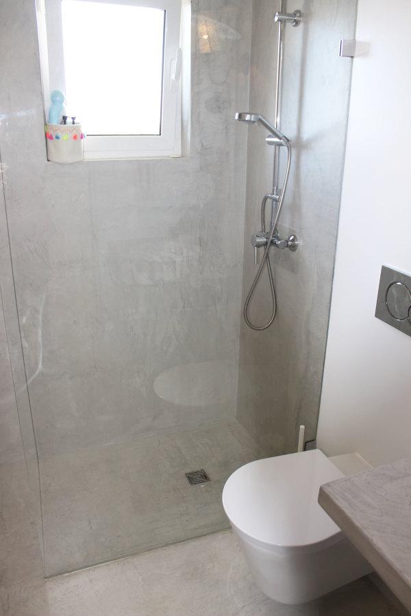Microcimento foi usado em toda a casa de banho