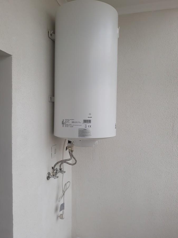 Montagem do termoacimulador na varanda