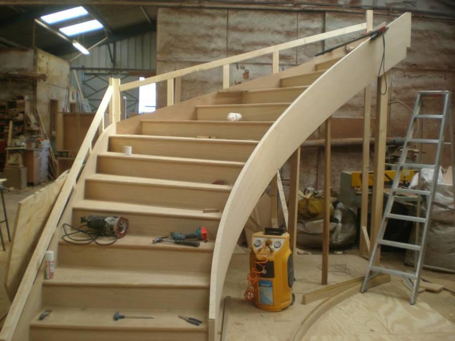 Fabrico escada curva.jpg