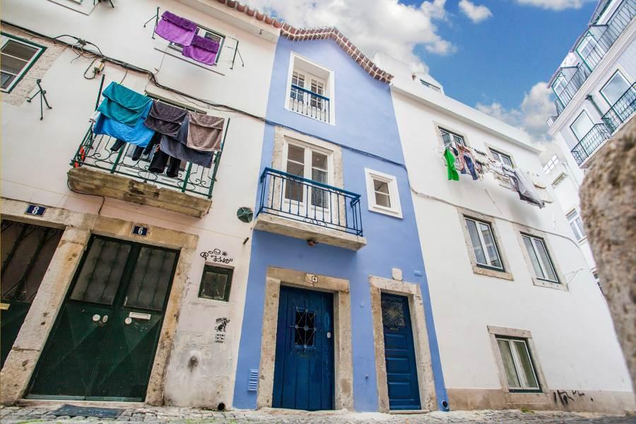 O prédio foi pintado num azulão
